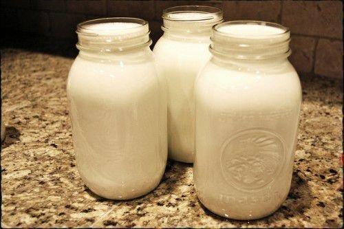 Банки с молоком