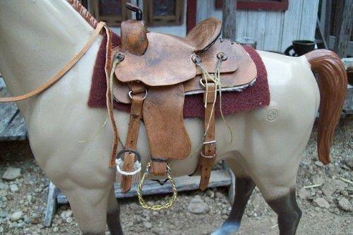 Седло на пластиковой лошади