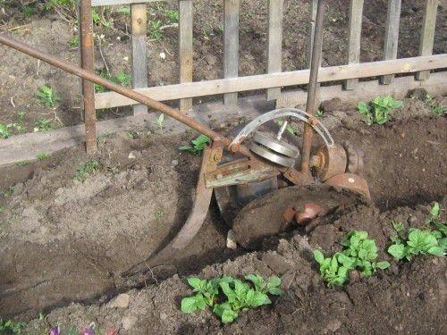Ручной окучник для картофеля