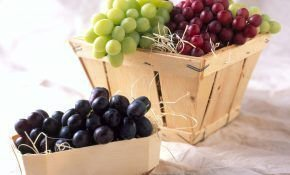 Какой сорт винограда лучше всего купить белый или черный, что полезней для нас?