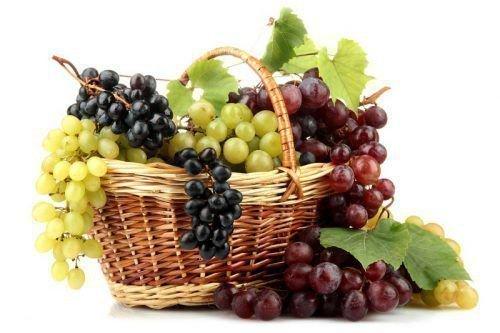 Белый, красный и черный виноград