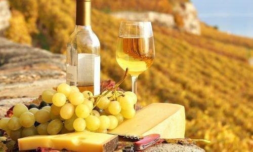 Белый виноград и вино