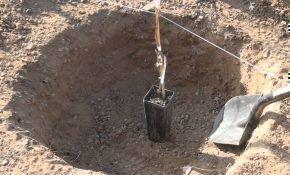 Подготавливаем яму для посадки винограда