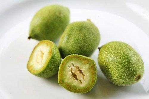 Зеленый орех в разрезе