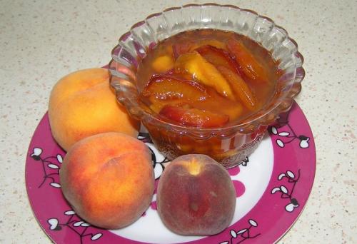 почему персик горчит