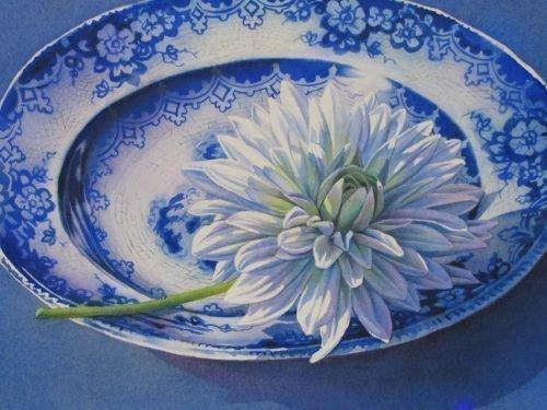 Хризантема на тарелке