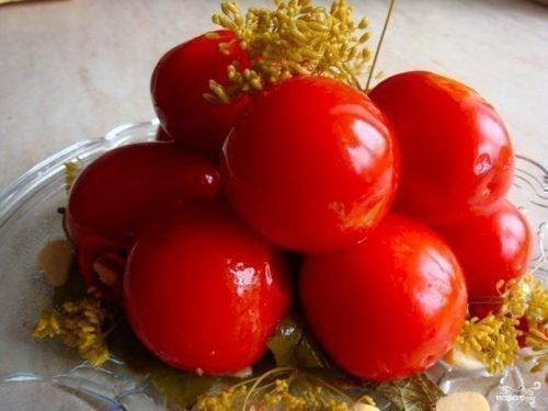Маринованные помидоры Красная Шапочка